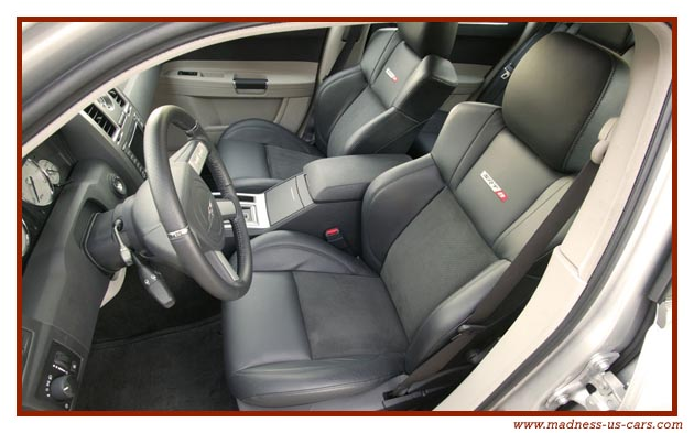 http://www.madness-us-cars.com/actualite-vehicules-americains/chrysler-300c-srt8-5.jpg